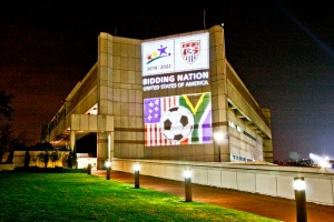 1280px-The_U.S._Embassy_in_Pretoria_Glows_at_Night