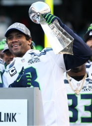 Russell_Wilson_with_Lombardi_Trophy